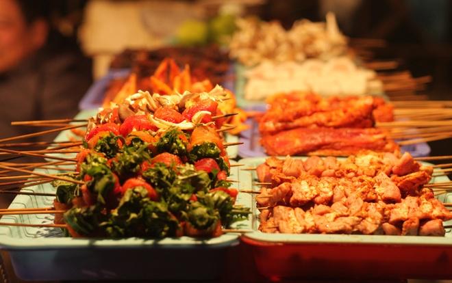 Nguoi Viet thich di dau nhat? hinh anh 3 Sa Pa nổi tiếng với ẩm thực độc đáo, tinh tế, như đồ nướng, cá hồi, lợn bản, cá suối. Ảnh: Chudu24.