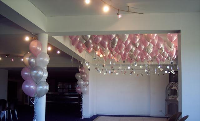 """Nhung yeu cau quai chieu tren sieu du thuyen hinh anh 6 """"Một biển hồng và bạc"""": Một chủ du thuyền đã yêu cầu tổ chức bữa tiệc sinh nhật bất ngờ cho cháu gái với 2.500 quả bóng bay màu hồng và màu bạc."""