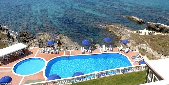 Nhung biet thu nghi duong danh cho gioi sieu giau hinh anh 12 Sardinia: Với khung cảnh biển Địa Trung Hải tuyệt đẹp, khu biệt thự hạng sang ở Sardina là mơ ước của giới siêu giàu.