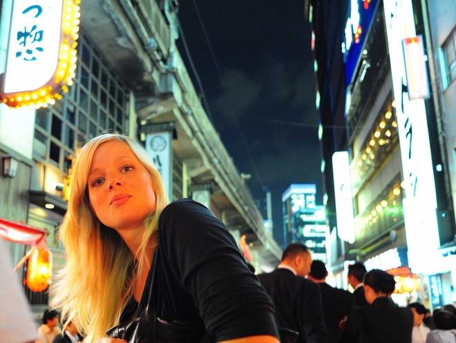 Bi kip kham pha thu do Nhat Ban hinh anh 1 Nên lạc đường: Hãy lang thang trên những con phố, đừng quá chú tâm tới đích đến của bạn. Nhiều du khách chỉ đi bằng taxi hoặc tàu điện tới các tuyến phố chính mà bỏ lỡ những khu nhỏ hơn và ngõ ngách của Tokyo. Bạn sẽ tìm thấy một quán cà phê độc đáo, một ngôi đền cổ, một chú mèo đang nằm dài sưởi nắng... những khoảnh khắc quý giá mà bạn sẽ không thể tìm thấy trong các cuốn sách hướng dẫn du lịch.
