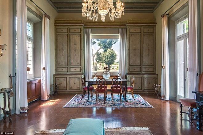 Nhung biet thu nghi duong danh cho gioi sieu giau hinh anh 17 Florence: Cách Florence vài cây số là một biệt thự cổ nằm trên đồi nhìn xuống sông Arno.