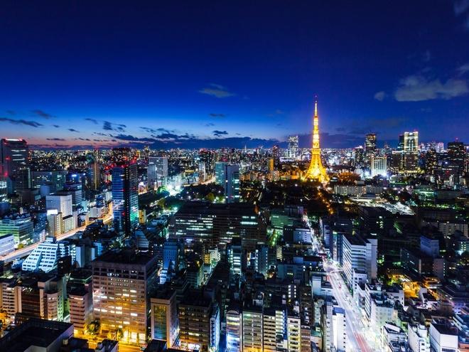 Bi kip kham pha thu do Nhat Ban hinh anh 2 Thành phố từ trên cao: Nếu bạn nghĩ sẽ thấy mọi thứ trên phố thì bạn đã bỏ lỡ rất nhiều góc cạnh của Tokyo. Không giống như các tòa cao ốc ở những thành phố khác, nơi các cửa hàng tập trung ở tầng 1 và tầng trên dành cho văn phòng, nhà ở, các tòa nhà của Tokyo có rất nhiều tầng dành cho cửa hàng, quán cà phê và nhà hàng. Nhiều cao ốc còn dành các tầng phía trên làm khách sạn, như khách sạn Conrad Tokyo và Andaz Tokyo.