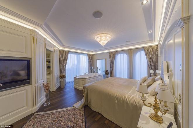 Nhung biet thu nghi duong danh cho gioi sieu giau hinh anh 3 Bên trong, mọi phòng ngủ và khu sinh hoạt chung đều có thiết kế sang trọng với tông màu trắng, ngà voi và vàng.