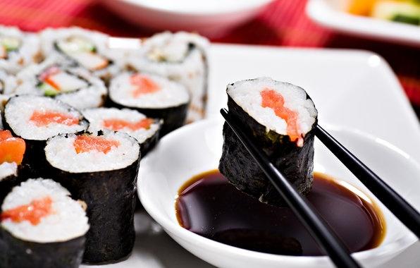 Nhớ các quy tắc ăn uống sẽ giúp bạn giữ được hình ảnh của một vị khách lịch sự khi tới Nhật Bản. Ảnh:  Bfeedme.com