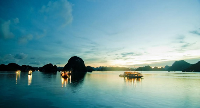Nhung dia danh Viet duoc nuoc ngoai vinh danh hinh anh 10 Du ngoạn vịnh Hạ Long từng được nhiều tờ báo như Forbes, CN Traveler coi là một trải nghiệm không thể bỏ qua trong đời.
