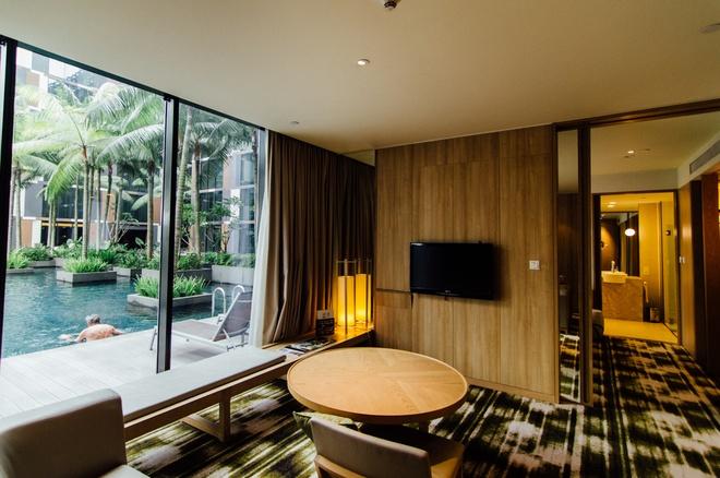 Nhung cong trinh nhin la nhan ra Singapore hinh anh 4 Bên ngoài, khách sạn này có thiết kế dạng chữ nhật ấn tượng, bên trong giống như một khu nghỉ dưỡng hạng sang với bể bơi nằm giữa khu vườn xanh mát. Ảnh: Theshutterwhale.