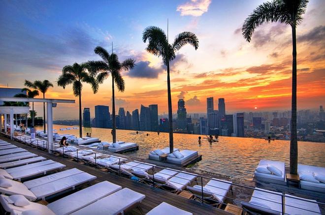 Nhung cong trinh nhin la nhan ra Singapore hinh anh 6 Bể bơi vô cực nằm ở tầng thượng là một trong những điểm hút khách nhất Singapore và cũng là nơi chụp ảnh yêu thích của nhiều người. Ảnh: