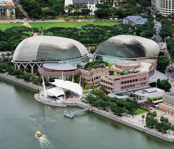 Nhung cong trinh nhin la nhan ra Singapore hinh anh 7 Nhà hát Esplande: Trung tâm nghệ thuật rộng 60.000 m này nằm ở vịnh Maria, gần cửa sông Singapore.