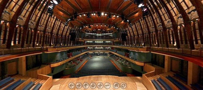 Nhung cong trinh nhin la nhan ra Singapore hinh anh 8 Esplande có một phòng hòa nhạc với 1.600 ghế và một sân khấu với sức chứa 2.000 người. Nhiều người nghĩ hình dáng của nhà hát này giống với sầu riêng, một loại quả nhiệt đới được ưa chuộng ở các nước Đông Nam Á.