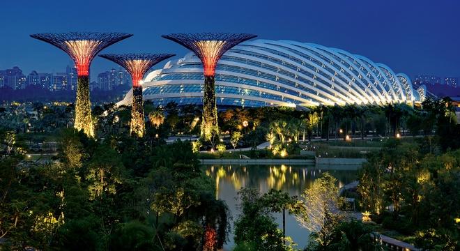 Nhung cong trinh nhin la nhan ra Singapore hinh anh 9 Garden by the Bay: Công viên rộng hơn 1 triệu m2 này nằm ở trung tâm Singapore và là một trong những biểu tượng của quốc gia này.  Ảnh: Flickr.