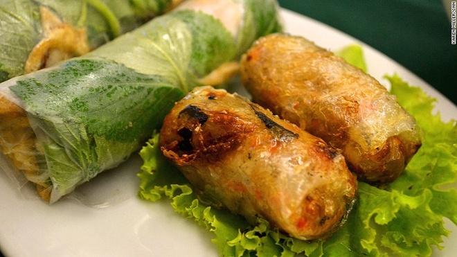Viet Nam vao top dia diem an ngon nhat the gioi hinh anh 1 Việt Nam: Là một quốc gia có diện tích nhỏ nhưng ẩm thực của Việt Nam rất phong phú và tinh tế. Mỗi thành phố, mỗi ngôi làng đều có các đặc sản tuyệt vời. Ngay cả những món ăn truyền thống phổ biến cũng có các cách chế biến khác nhau tại mỗi vùng.