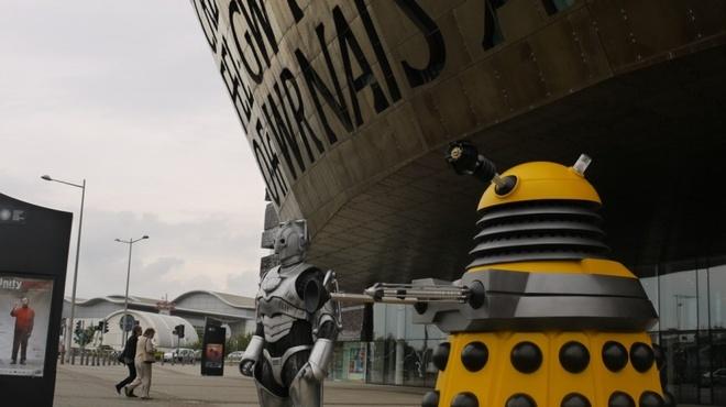 Nhung diem den noi nhu con nho phim vien tuong hinh anh 1 Cardiff, Wales: Vùng đất mang đậm văn hóa Celtic này là nơi quay Doctor Who, bộ phim khoa học viễn tưởng được hàng triệu người yêu thích. Người hâm mộ có thể tham gia các tour đi bộ tới thăm địa điểm quay phim, xem các đạo cụ được sử dụng trong phim.