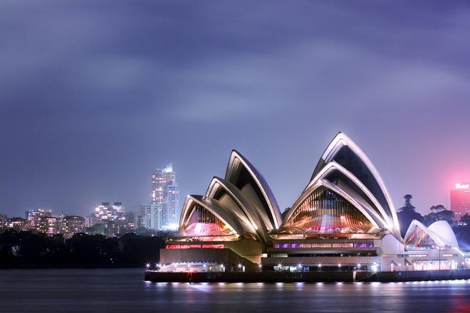 Nhung diem den noi nhu con nho phim vien tuong hinh anh 6 Sydney, Australia: Bộ phim Ma trận đình đám được quay hoàn toàn ở Sydney với phần lớn các cảnh quay diễn ra trong phim trường của Fox. Du khách có thể dễ dàng nhận ra đài phun nước ở cung điện Martin và tòa nhà Colonial. Ngoài các địa điểm trên, du khách còn có thể trải nghiệm nhiều hoạt động khác ở thành phố tuyệt vời này, như thăm các bảo tàng, thưởng thức đồ ăn, tắm nắng trên bãi biển và chụp ảnh lưu niệm trước nhà hát opera nổi tiếng.