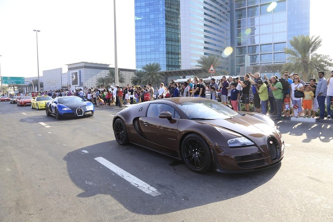Nhung dieu khac biet ve nguoi Dubai hinh anh 1 1. Thờ ơ với siêu xe: Họ không ngạc nhiên trước những chiếc siêu xe như Lamborghini, Maserati, Ferrari hay Rolls Royce bởi đã quá quen với sự hiện diện của chúng trên phố. Họ không hiểu tại sao các du khách lại muốn chụp selfie với chúng. Ảnh: Biser3a.