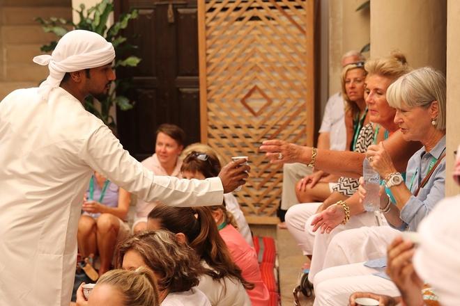 10. Dễ dàng thích ứng trong các môi trường, văn hóa khác nhau: Người Dubai được làm quen với nhiều  kiểu ẩm thực, từ món ăn Việt Nam tới đặc sản Brazil, do thành phố có nhiều nhà hàng cao cấp phục vụ món ăn đến từ các quốc gia trên khắp thế giới. Tại đây còn có nhiều ngày lễ truyền thống của các quốc gia, như lễ hội khiêu vũ của Ireland hay lễ hội bia Oktoberfest. Ảnh: Uaeinteract.