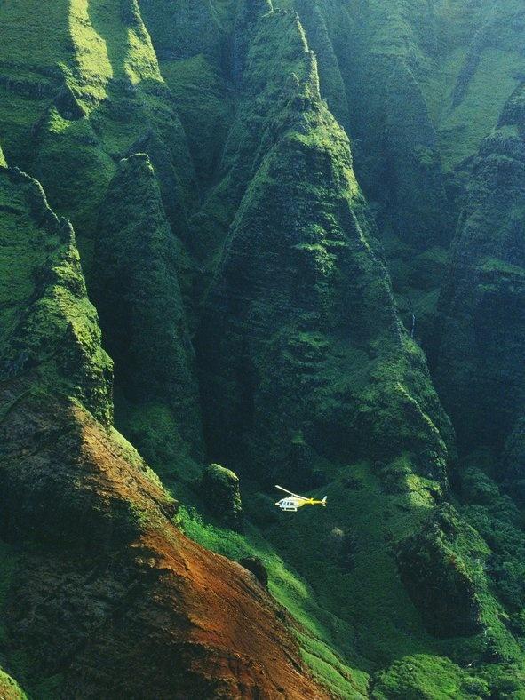 Nhung trai nghiem khong the bo qua o My hinh anh 11 Tham quan Kauai ở Hawaii bằng trực thăng: Kauai có những bãi biển bí mật và rừng nhiệt đới đẹp nhất quần đảo Hawaii, nhưng du khách không thể tiếp cận 70% diện tích hòn đảo. Cách tốt nhất để chiêm ngưỡng thiên nhiên nơi đây là bằng trực thăng.
