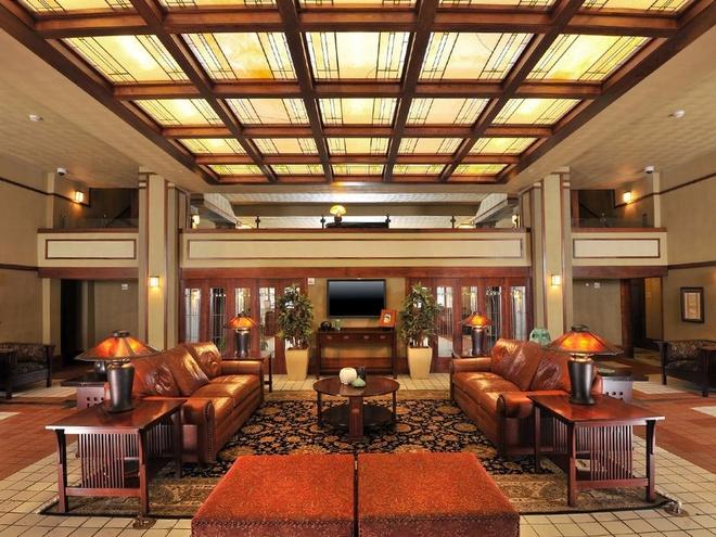 Nhung trai nghiem khong the bo qua o My hinh anh 15 Ở trong khách sạn do Frank Lloyd Wright thiết kế tại Iowa: Được xây dựng vào năm 1910 để phục vụ giới nhà giàu, Historic Park Inn là khách sạn duy nhất trong số 6 khách sạn của Frank Lloyd Wright còn mở cửa đón khách.