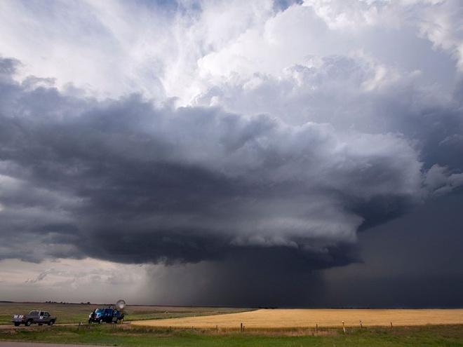 Nhung trai nghiem khong the bo qua o My hinh anh 16 Săn bão ở Kansas: Các tour săn bão mạo hiểm kéo dài cả tuần sẽ cho du khách cơ hội tiếp cận và quan sát cơn thịnh nộ của tự nhiên, màn trình diễn của sấm chớp, lốc xoáy... trên những phương tiện thoải mái, ở tại khách sạn cao cấp, dưới sự hướng dẫn của các nhân viên giàu kinh nghiệm.