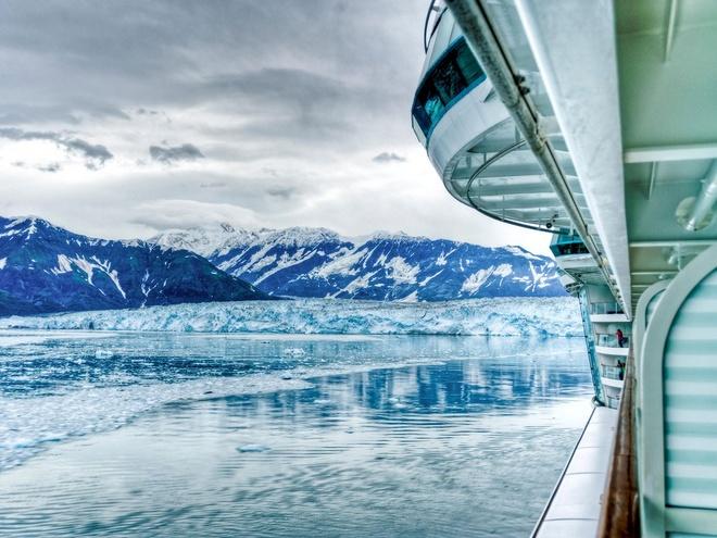 Nhung trai nghiem khong the bo qua o My hinh anh 2 Đi thuyền ngắm băng hà ở Alaska: Khung cảnh của Alaska không khác gì hai đầu cực, với các tảng băng trôi, chim cánh cụt... nhưng lại có nhiệt độ bớt khắc nghiệt hơn.