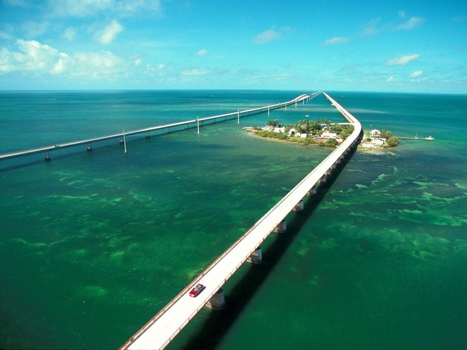 Nhung trai nghiem khong the bo qua o My hinh anh 9 Lái xe trên đường ven biển ở Florida: Tuyến đường từ Miami tới Key West chinh phục du khách bởi khung cảnh trời biển bao la, với những điểm dừng chân thú vị trên các đảo nhỏ dọc đường.