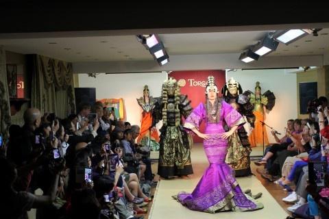 Mong Co du ky: Bi mat cua thao nguyen hinh anh 2 Show diễn thời trang ở Torgo Palace.
