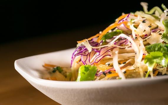 Dau bep tru danh khuyen du khach chon quan via he o Viet Nam hinh anh 2 Anh thích những món ăn phức tạp và tinh tế của miền Bắc.