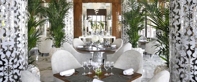 Nhung resort sang trong bac nhat Dubai hinh anh 19 Nhà hàng sang trọng và lịch lãm ở khu nghỉ dưỡng. Ảnh: Oneandonlyresorts.