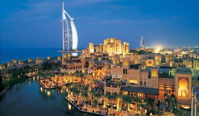 """Nhung resort sang trong bac nhat Dubai hinh anh 8 Al Qasr: Al Qasr nghĩa là """"cung điện"""", với kiến trúc cổ điển và nội thất sang trọng được thiết kế để đem lại cảm giác vương giả như nơi nghỉ hè của các đế vương. Al Qasr nằm trong khu nghỉ dưỡng Madinat Jumeirah với diện tích khổng lồ và bãi biển tuyệt đẹp."""