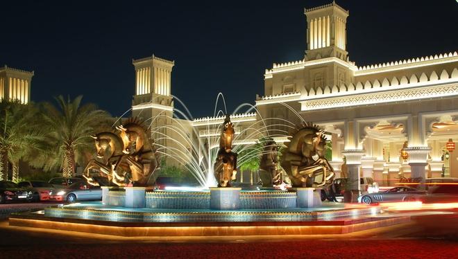 Nhung resort sang trong bac nhat Dubai hinh anh 9 Cụm tượng nghệ thuật ở tiền sảnh khu nghỉ dưỡng.