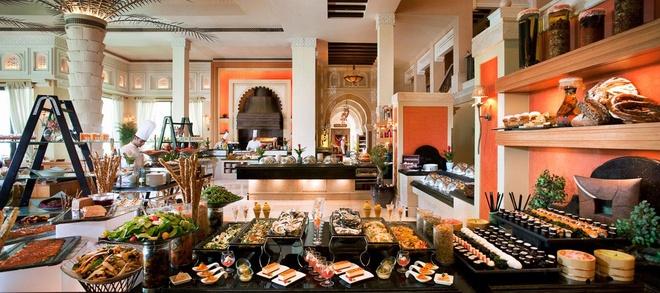 Nhung resort sang trong bac nhat Dubai hinh anh 11 Bữa sáng ở khách sạn với thực đơn phong phú.