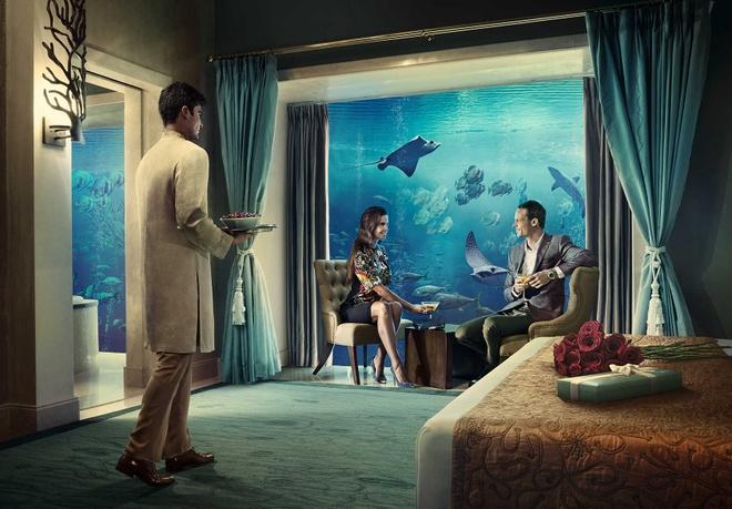 Nhung resort sang trong bac nhat Dubai hinh anh 15 Ngoài ra, căn phòng dưới nước của Atlantis đem lại cho du khách trải nghiệm có một không hai khi được ngắm nhìn khung cảnh huyền ảo của đại dương ngoài cửa kính phòng ngủ. Ảnh: Atlantisthepalm.