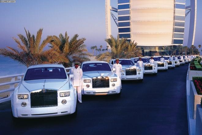 Vi sao du khach khong muon roi Dubai? hinh anh 7 Siêu xe: Bạn sẽ được thỏa thích chiêm ngưỡng những chiếc xe sang trọng và đắt tiền nhất thế giới. Nếu hầu bao rủng rỉnh, bạn còn có thể thuê một chiếc Lamborghini hay Ferrari để dạo phố. Thêm một điều tuyệt vời nữa là giá xăng ở Dubai rất rẻ nên bạn có thể yên tâm vi vu.