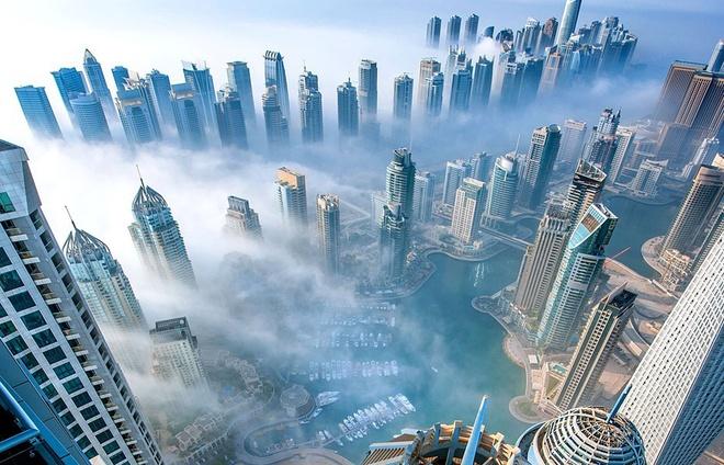 Vi sao du khach khong muon roi Dubai? hinh anh 5 Thời tiết: Tại Dubai, tới 8-9 tháng trong năm trời luôn nắng đẹp và dễ chịu với nhiệt độ dao động từ 19 đến 29 độ C. Bạn sẽ thỏa sức tham gia các hoạt động ngoài trời mà không phải lo tới những cơn mưa bất ngờ làm hỏng kế hoạch. Vào mùa hè, thời tiết có phần khó chịu hơn khi nhiệt độ ngoài trời lên khá cao. Tuy nhiên, Dubai có thừa các khu mua sắm, giải trí trong nhà với điều hòa mát rượi. Ảnh: Trendy.