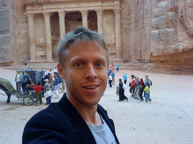 Chang trai di du 198 nuoc truoc tuoi 40 hinh anh 11 Ở Jordan, Garfors đã tới Petra, thành phố cổ lộng lẫy nằm ở miền Nam quốc gia xinh đẹp này.