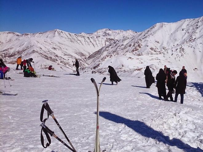 Chang trai di du 198 nuoc truoc tuoi 40 hinh anh 12 Dù thật khó hình dung tới việc trượt tuyết ở Iran, anh khuyên các du khách không nên bỏ lỡ hoạt động này ở phía bắc, nhưng đừng tỏ vẻ ngạc nhiên khi thấy những người phụ nữ ăn mặc kín mít xuất hiện trên sườn núi.
