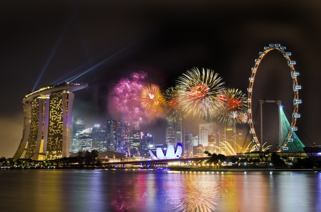 'Chay' khach san dem phao hoa ky niem Quoc khanh Singapore hinh anh