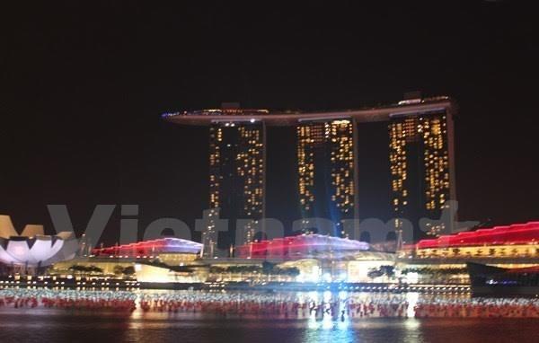 'Chay' khach san dem phao hoa ky niem Quoc khanh Singapore hinh anh 1 Một phần khu Vịnh Marina vốn đã lộng lẫy sẽ được trang hoàng rực rỡ bởi màn pháo hoa vào tối ngày 9/8. (Ảnh: Lê Hải/Vietnam+)