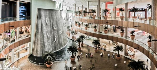 10 noi o Dubai moi du khach deu uoc ao duoc toi hinh anh 2 Dubai Mall: Là một trong những khu mua sắm lớn nhất thế giới, Dubai Mall không chỉ có vô số cửa hàng miễn thuế mà còn có nhiều nhà hàng hạng sang, các tiện ích vui chơi, giải trí. Bạn có thể ở đây vài ngày mà không thấy chán.