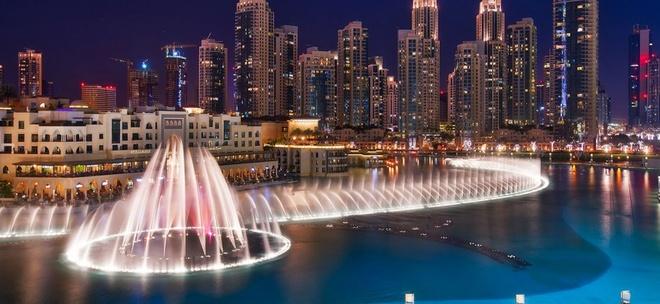 10 noi o Dubai moi du khach deu uoc ao duoc toi hinh anh 9 Đài phun nước Dubai:  Nằm trong hồ Burj Khalifa, đài phun này có chiều dài 275 m, 6.600 bóng đèn WET và 25 máy chiếu màu tạo được hơn 1.000 hình ảnh. Người ta có thể nhìn thấy các luồng sáng chiếu lên trời của đài phun nước từ cách xa 30 km.
