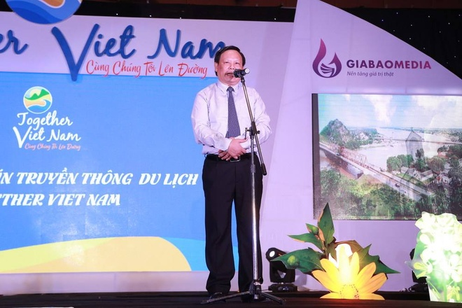 Ra mat 'Together Viet Nam - Cung chung toi len duong' hinh anh