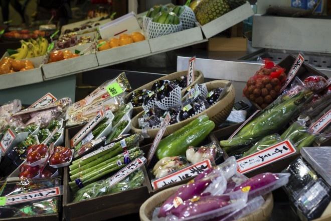 Nhung mon an doc dao cua am thuc Nhat Ban hinh anh 7 Đặc sản địa phương: Bạn có thể tới Okinawa để thưởng thức món khoai lang tím, tới Hokkaidō nếm thử món mì bơ ngon bất ngờ hay thịt cừu nướng, cùng một chai bia Sapporo.