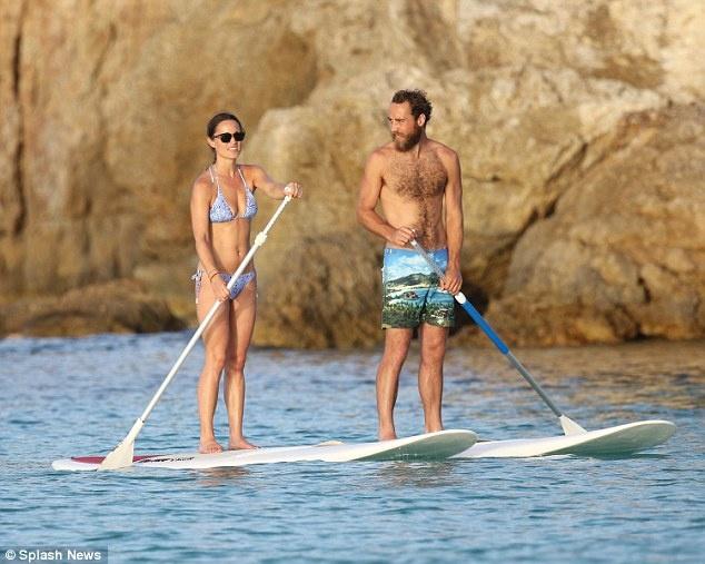 Dai gia va cac sao Hollywood lam gi trong ky nghi he? hinh anh 12 Pippa Middleton chèo ván cùng em trai James trong kỳ nghỉ với gia đình ở St. Barts.