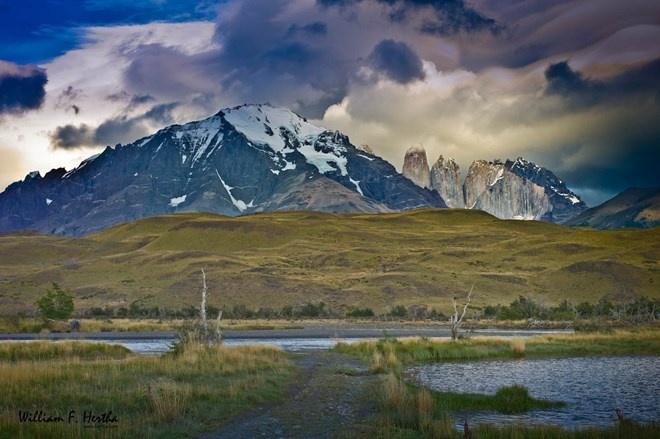 Parque Nacional Torres del Paine, Chile: Nằm ở Patagonia, Chile. Torres del Paine là một vườn quốc gia tuyệt vời với đỉnh núi đá granit, hồ nước trong xanh, khu rừng ngọc bích và sông băng rực rỡ tạo nên cảnh quan ngoạn mục. Đó có lẽ là lý do tại sao vườn quốc này được coi là vườn quốc gia đẹp nhất của Nam Mỹ.