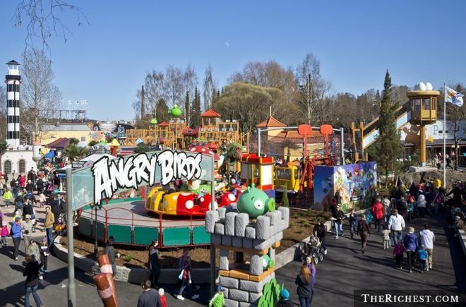 Công viên Angry Birds, Phần Lan: Nhiều công viên trên thế giới đã có trò chơi theo chủ đề Angry Birds, nhưng Phần Lan là nơi duy nhất xây cả một khu giải trí về những chú chim này. Công viên có nhiều điểm tham quan thiết kế theo các nhân vật trong trò chơi Angry Birds, thậm chí còn có cả một khu rộng với ná thun và máng trượt.