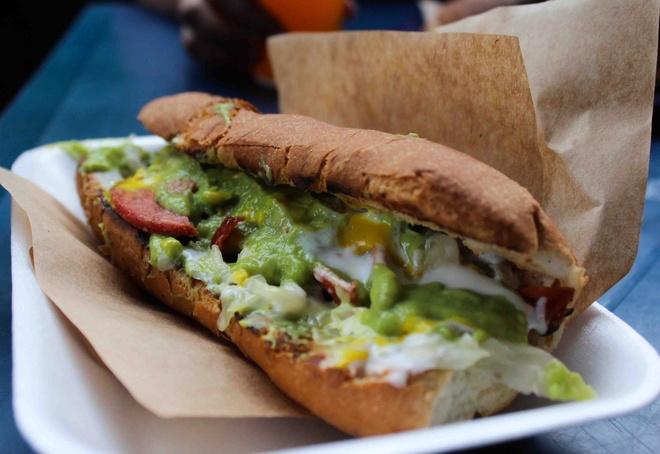 Shuco, Guatemala: Những chiếc bánh mì kẹp xúc xích này có giá chỉ <abbr class=