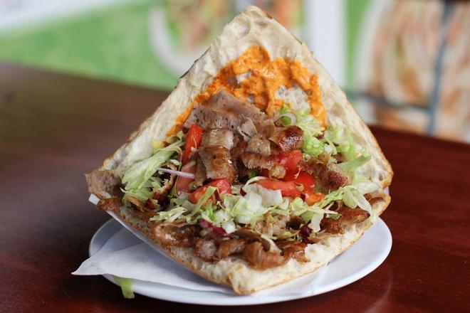 Top dac san via he sieu re, sieu ngon (phan 2) hinh anh 3 Bánh mì döner kebab, Berlin, Đức: Mức giá <abbr class=