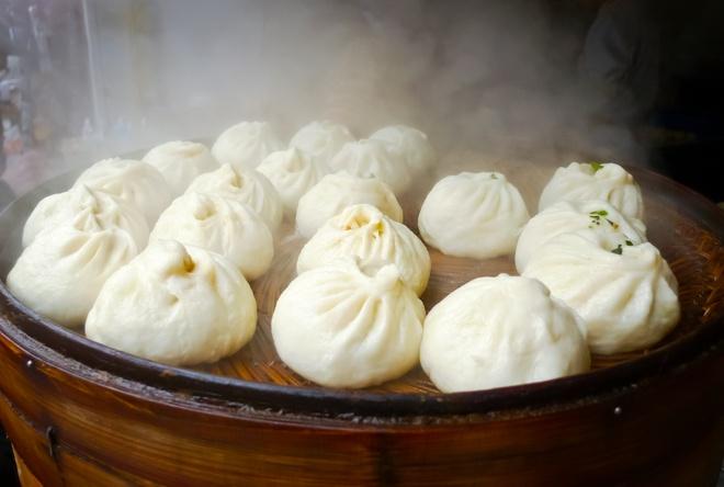 Top dac san via he sieu re, sieu ngon (phan 2) hinh anh 9 Bánh bao Tây An, Trung Quốc: Bạn có thể mua được 10 chiếc bánh bao mềm mại cùng nhân thịt đậm đà này với <abbr class=