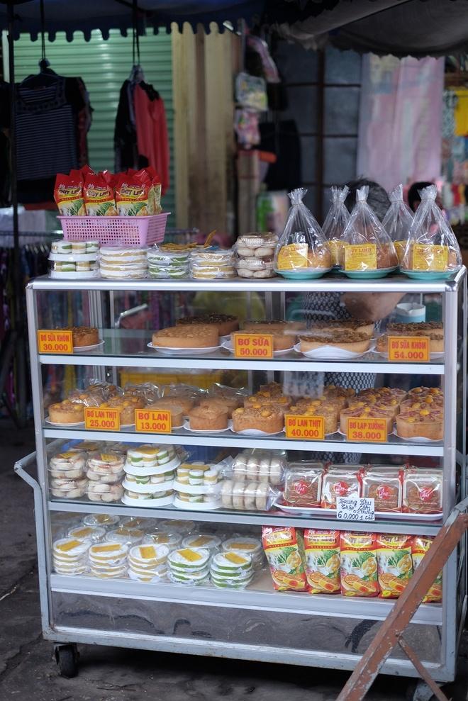 Tham vuong quoc mam o cho Chau Doc, An Giang hinh anh 14 Quầy bánh