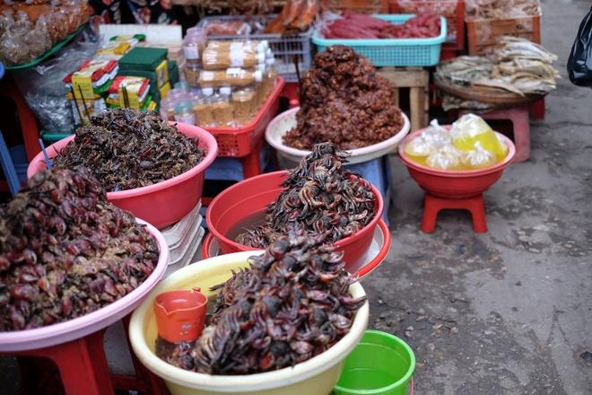 Tham vuong quoc mam o cho Chau Doc, An Giang hinh anh 3 Mắm ba khía (một giống cua càng to đặc trưng của vùng Nam Bộ) cũng là một loai mắm nổi tiếng, được nhiều người yêu thích bởi dễ ăn, dễ chế biến.