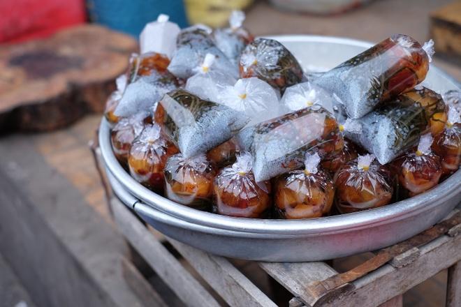 Tham vuong quoc mam o cho Chau Doc, An Giang hinh anh 15 Những túi sâm bổ lượng ngọt ngào được gói sẵn để du khách và người đi chợ giải khát.